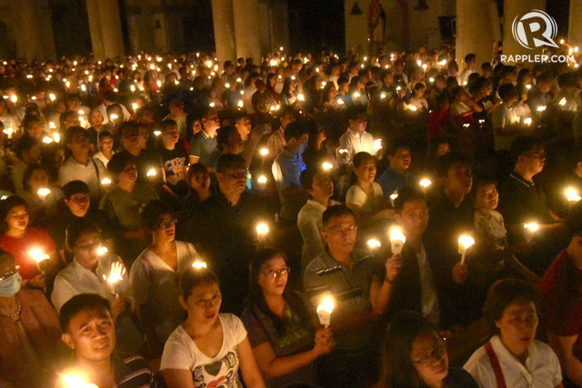 EASTER VIGIL. Lighted candles illuminate the faces of the Catholics who attended the Easter Vigil Mass led by Manila Archbishop Luis Antonio Cardinal Tagle on Black Saturday at the Manila Cathedral on April 20, 2019. Photo by Angie De Silva/Rappler