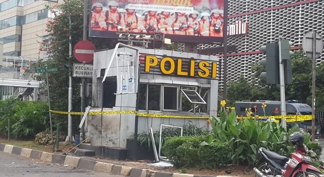 HANCCUR. Pos polisi hancur oleh bom. Foto oleh Uni Lubis/Rappler