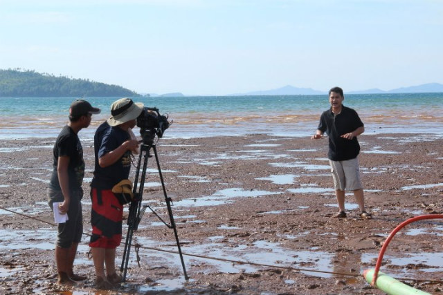 BEHIND THE CAMERA. GMA-7 network talent Ely del Rosario guides a cameraman shooting reporter Jiggy Manicad during coverage for investigative news magazine TV show Reporter's Notebook on the effects of mining on communities in Surigao Del Norte. Photo sourced from Ely del Rosario
