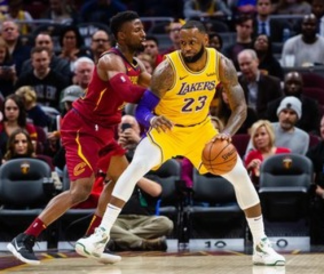 Lakers Rally Past Cavs In Lebrons Emotional Return To Cleveland
