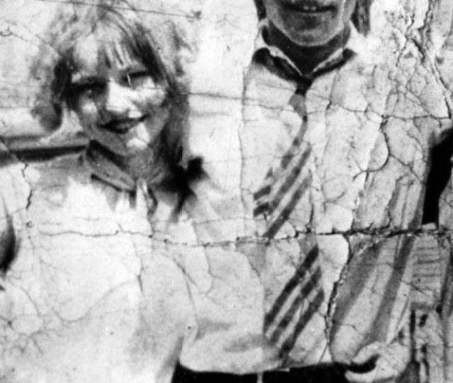 Pictured Above With Her Husband Yes Husband Roy Thornton Bonnie Parker Met Clyde When She Was 19 All Throughout Their Tryst She Was A Married Woman