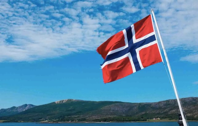 Norwegian flag removed by bed and breakfast owners after too many upset folks confuse it for Confederate flag