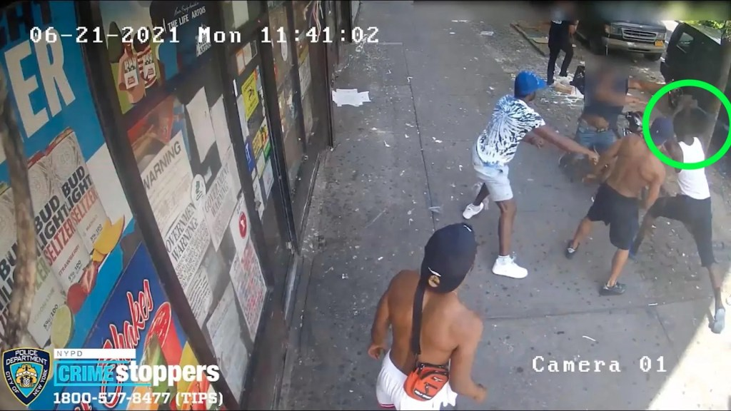 WATCH: VIDEO: Multiple men attack off-duty NYPD cop in broad daylight