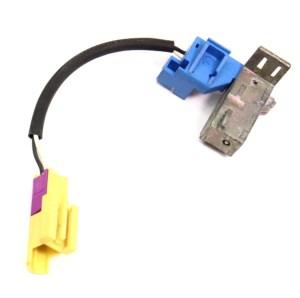 LH Driver SeatBelt Shoulder Belt Plug Connector 0105 VW Beetle  27213118