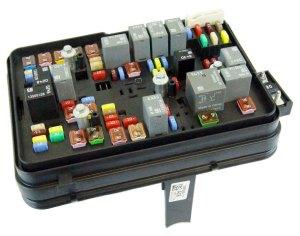 20112012 GMC Terrain Equinox 24L Engine Compartment Fuse Block Box Relays