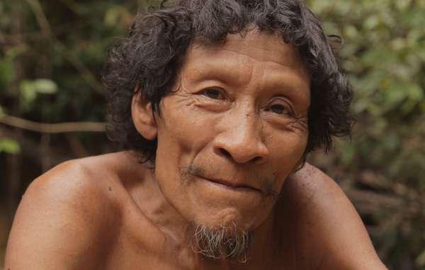 Karapiru, un Awá témoin du massacre de sa famille, Brésil.
