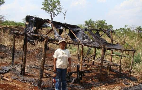 Damiana perdió a miembros de su familia en accidentes en la carretera, y los pistoleros destruyeron los refugios de su comunidad.