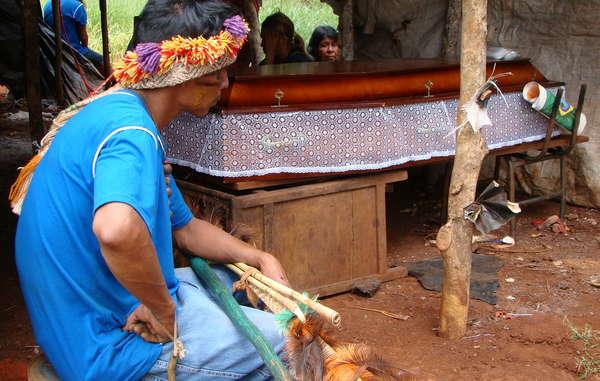 La joven guaraní Deuci Lopes murió atropellada en el camino que discurre junto al territorio de su comunidad.