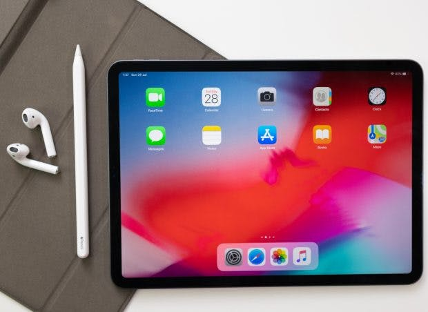 With the combination of the iPad, with an Apple and a Pencil, you can make your Design famous for a long time. (Photo: Shutterstock/PavelHeyets)