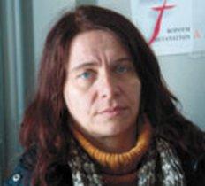 Η Κωνσταντίνα Κούνεβα είχε δεχτεί επίθεση με καυστικό υγρό στο πρόσωπο, το κεφάλι και τον ώμο.