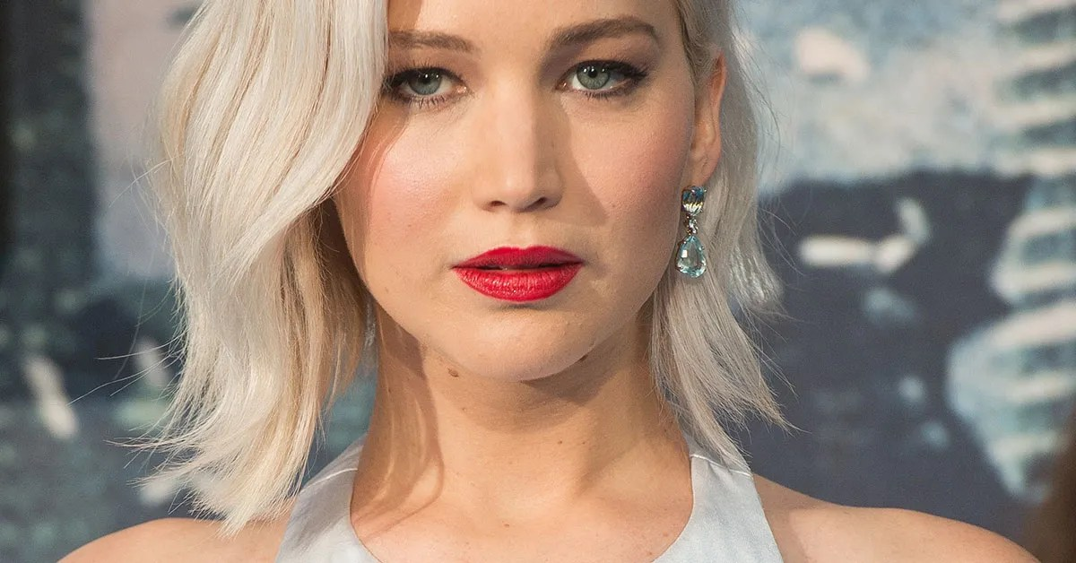 Jennifer Lawrence Wears Hair Extensions To Passengers