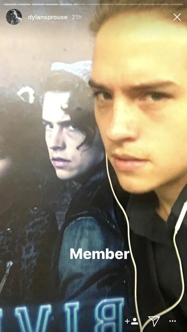 dylan sprouse poses with riverdale