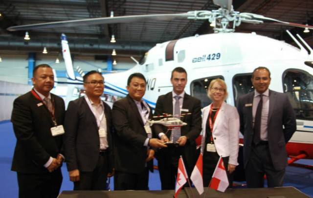 Bell Helicopter and PT Carpediem Mandiri celebrate the delivery with Nancy Lynn McDonald, High Commissioner of Canada to Singapore at Rotorcraft Asia. Bell Photo