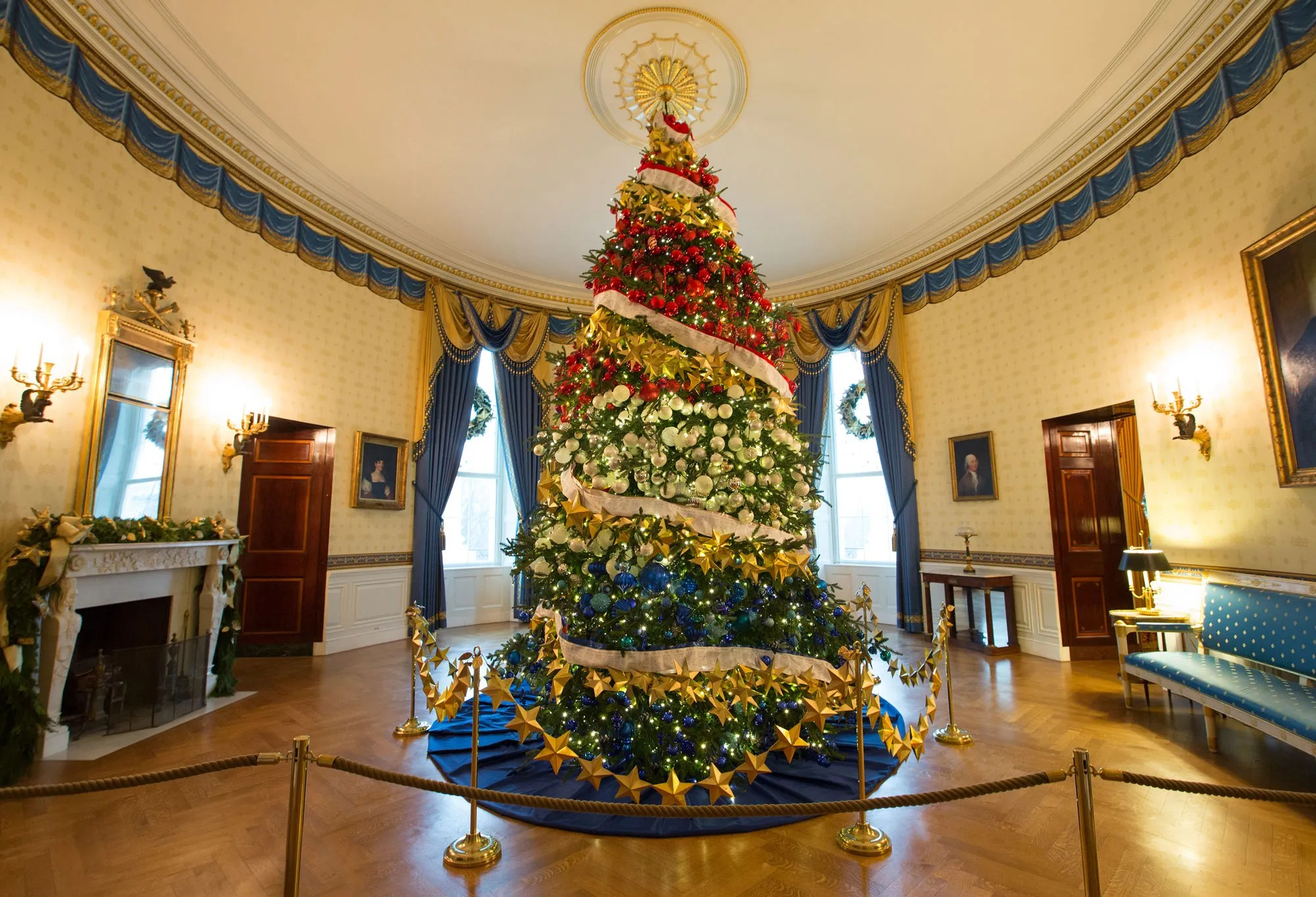 Inside the 2015 White House Christmas Decorations Created by     Inside the 2015 White House Christmas Decorations Created by FLOTUS s  Favorite Planner  Bryan Rafanelli   Vogue