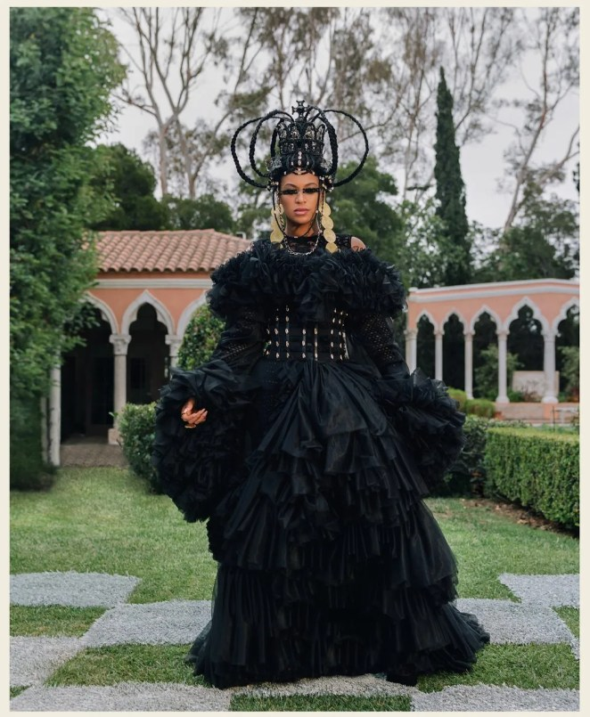 pStyled by Zerina Akers this headpiece is by Melissa SimonHartman. Often people have a vision of a Victorian Queen when...