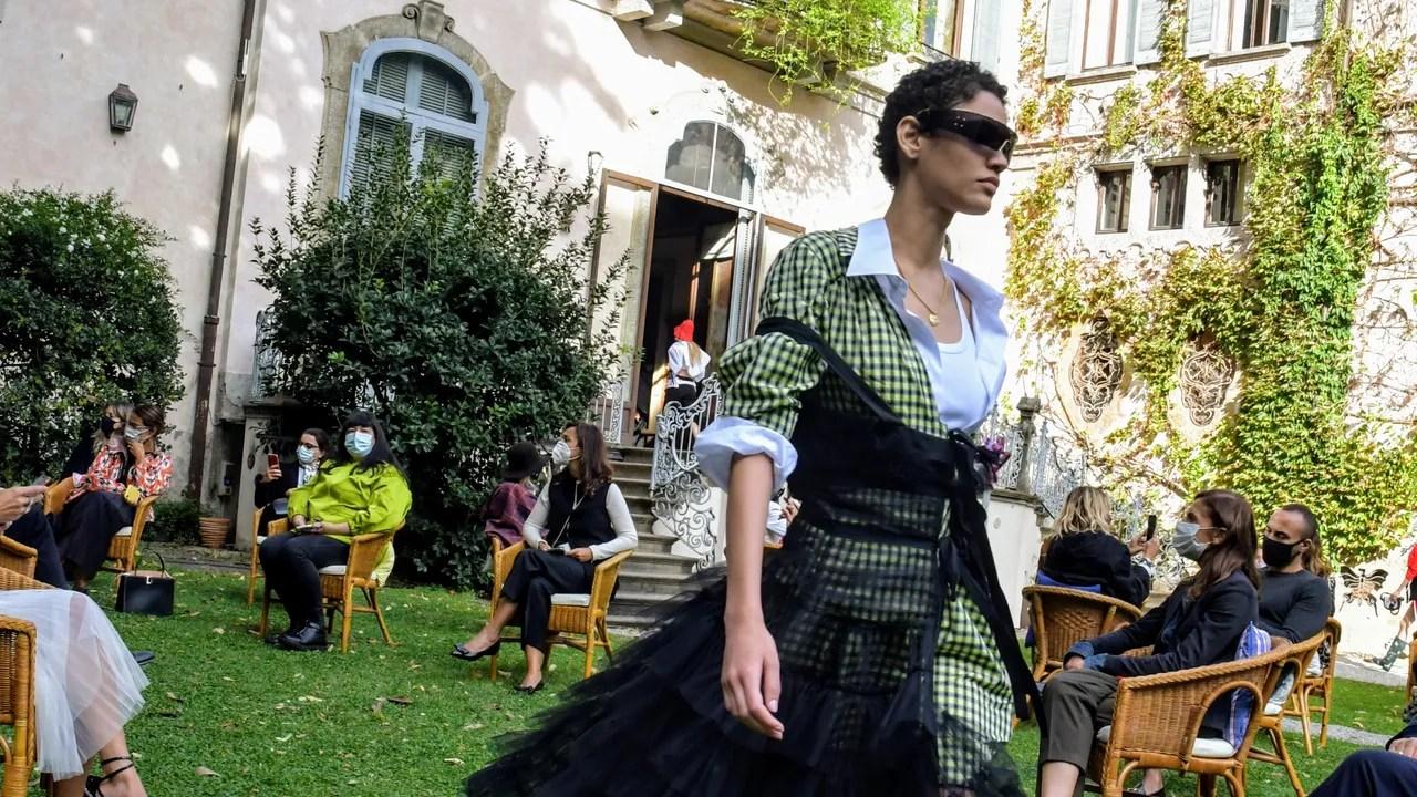 """Was Milan Fashion Week Really a """"Fiasco""""? thumbnail"""