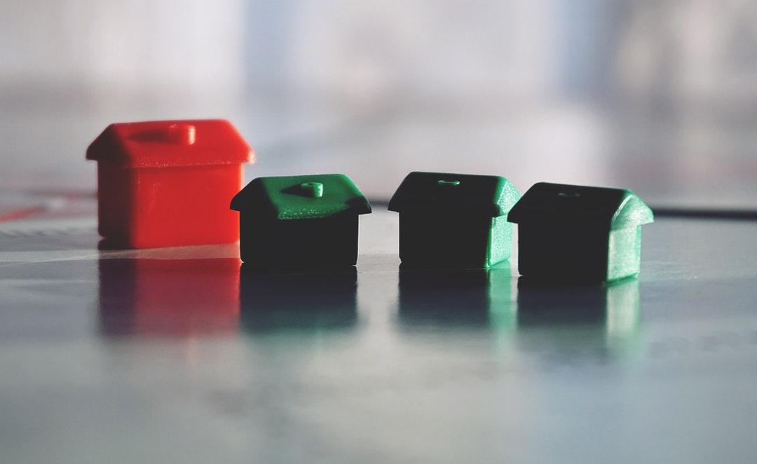Adquirir un inmueble es una decisión importante, y por ello debes tomar en cuenta tanto tus necesidades como las oportunidades que el mercado te ofrece.
