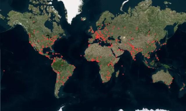 mapa świata z 420 czerwonymi kropkami pokazująca lokalizację kluczowych światowych centrów kształtujących