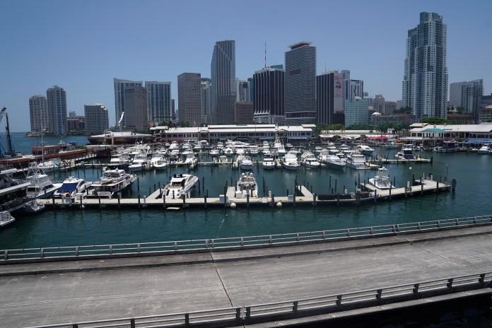 Uma visão geral da paisagem urbana e um porto em Miami, Flórida, EUA, 21 de junho de 2019.