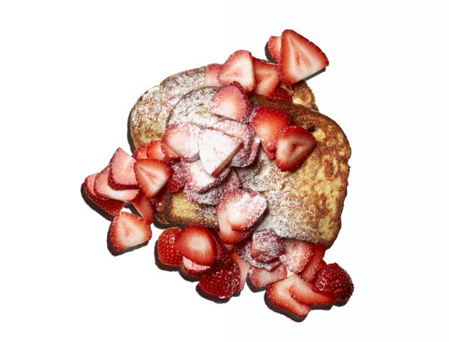 French toast with sugared strawberries - breakfast - issue 4