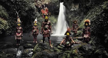 Huli Tribe, Papua New Guinea. Photo by Jimmy Nelson   Yellowtrace