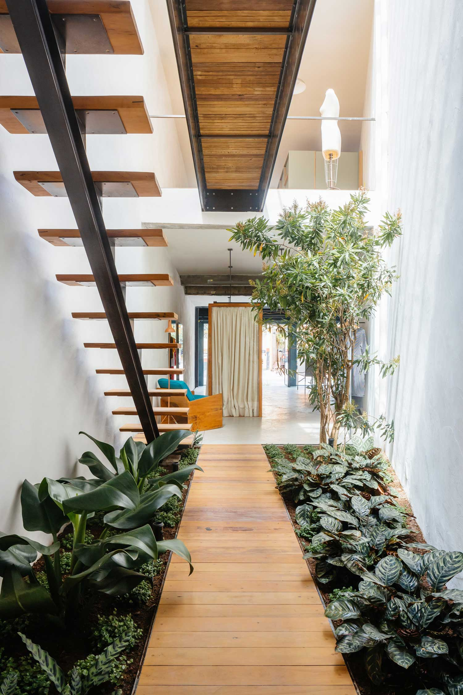 Retail Store With An Indoor Garden In São Paulo, Brazil By Vão | Yellowtrace