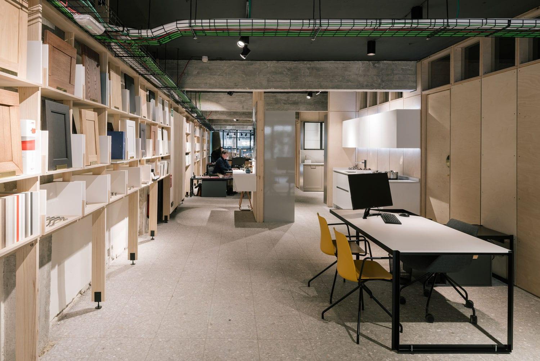 Vonna kitchen showroom in madrid spain by pyo arquitectos - Singular kitchen madrid ...