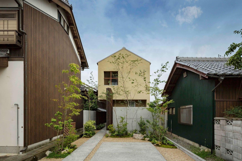 Warm minimalism shoei house in japan by hearth architects for Minimalist house in japan