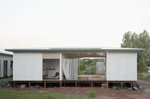 House with Guest Room by Andrew Power | Yellowtrace