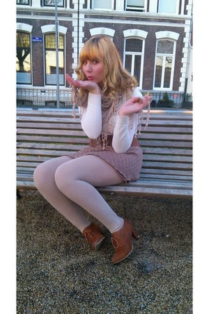 Brown Shoes White Sweaters Camel Tights Camel Scarves