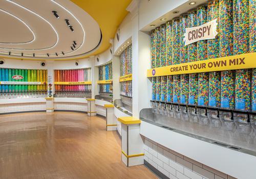 M & Ms interior da loja