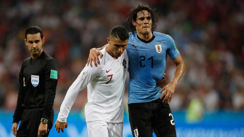 https://i2.wp.com/assets3.sportsnet.ca/wp-content/uploads/2018/07/cristiano-ronaldo-helps-edinson-cavani-off-the-pitch.jpg?resize=840%2C473&ssl=1