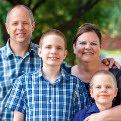 Evan e Samantha com seus filhos, Eli e Adam.