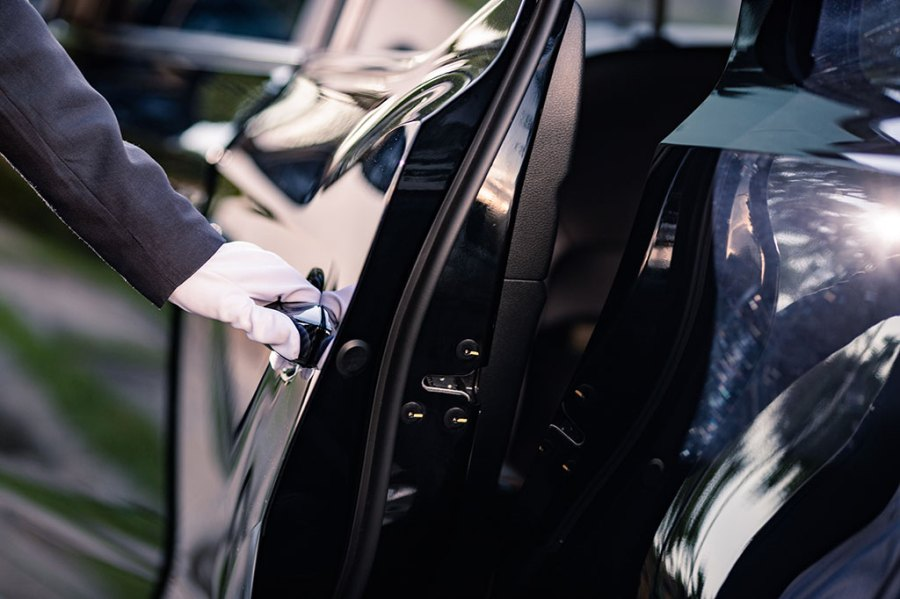 6-Benefits-of-Luxury-Transportation-Services-for-Business.AssistAnt