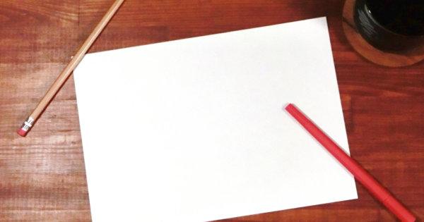 紙と赤ペン