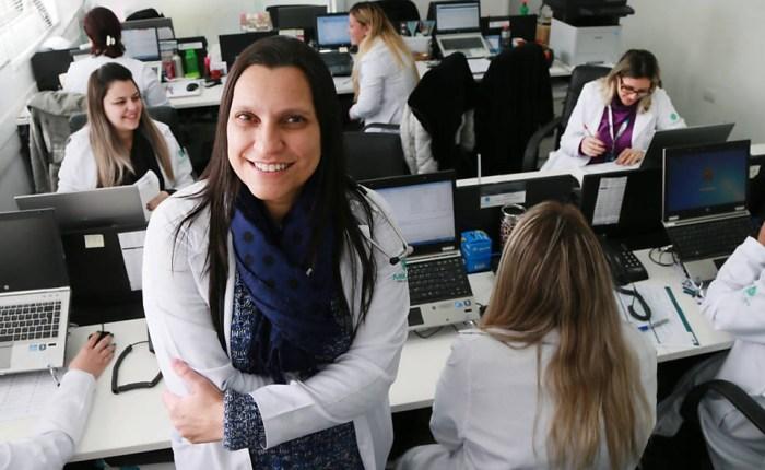 Doutora Andrea de Lemos, diretora da empresa Assist Care, que está inscrita no aplicativo Docway