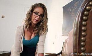 Linda nerd fodendo com seu namorado em sua casa