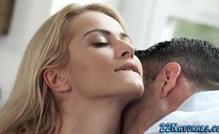 Atriz porno de mila tomando gozada gostosa na boca