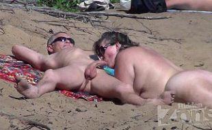 Casal coroa na praia de nudismo em pornozinho