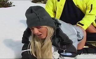 Sexo na neve com ninfeta vadia