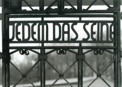"""Grille de la porte d'entrée du  camp de Buchenwald """"Jedem das Seine"""" : """"A chacun son dû"""""""