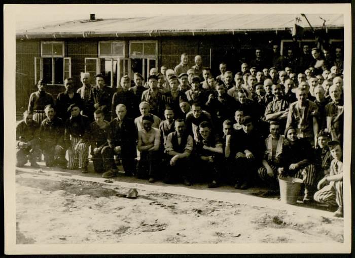 Photographie de déportés probablement du block 26 © AFBDK