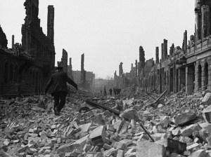 Dresden-1945-Dresde-bombardement-reconstruction