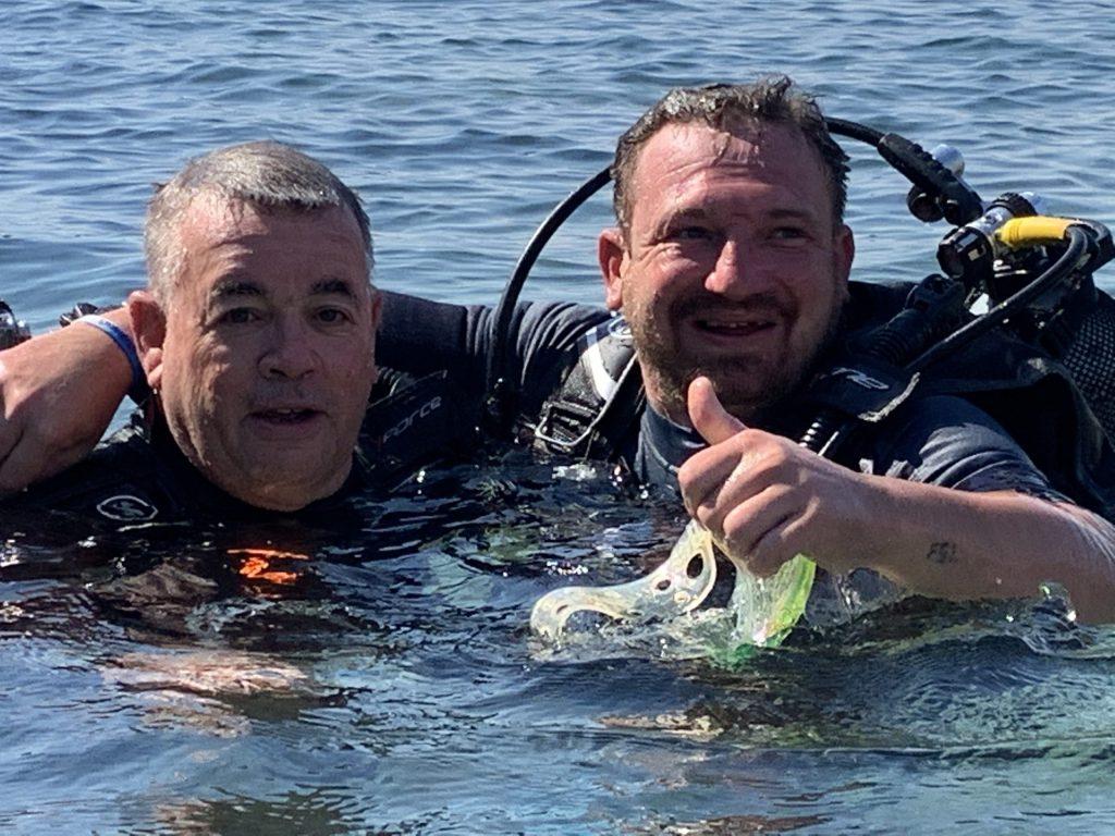 deux hommes - Outil gestion des émotions : activités aquatiques
