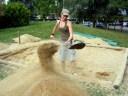 La préparation du bac géant dans le bac à sable du centre