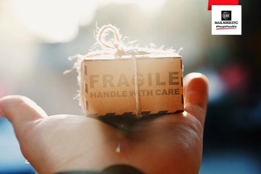Que serviços agrega a rede de franchising Mail Boxes Etc. ?