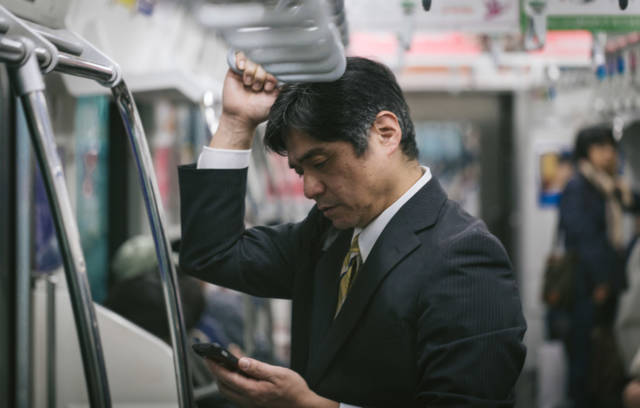 YKPAKU6972_TP_V 便利屋で2万円!50代リーマンが趣味を生かした最強の副業術を教えます