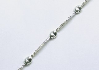 b-70 Bracelet with 6 diamond sections between high polished gold nuggetts, 18K white gold