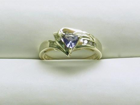 dr-2645 Tanzanite & diamond ring, 14K yellow gold
