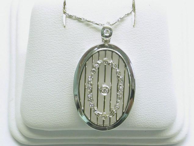 p-159 Venetian glass pendant, 18k white gold